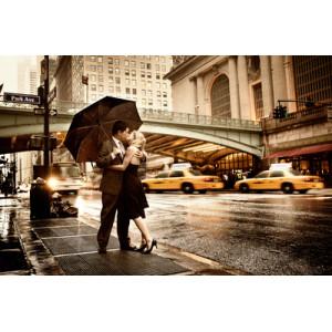 """GХ5400 """"Поцелуй под зонтом на фоне моста"""", 40х50 см"""